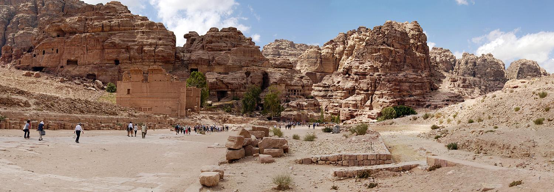 Petra, après la rue à colonnades