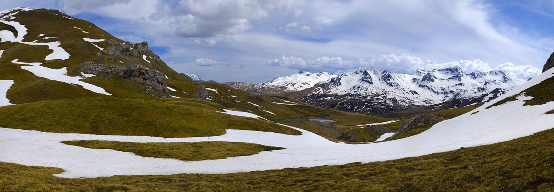 Pyrénées Atlantiques, Col de Peyrelue (vue sur l'Espagne)