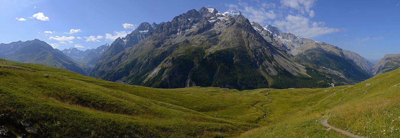 Hautes Alpes, le lac du Pontet 1982m (vue sur la face nord du massif de la Meije)