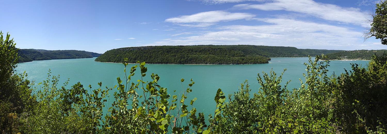 Maisod - Belvédère de la Roche aux Corneilles, vue sur le lac de Vouglans