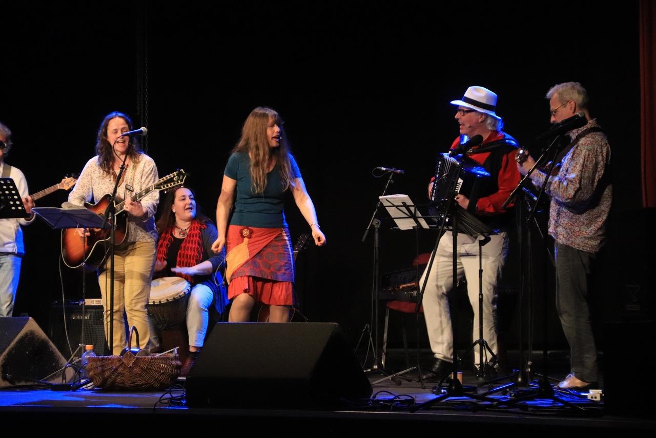 Vielen Dank den Kindern, MusikerInnen,                      Foto: W. Dürholt