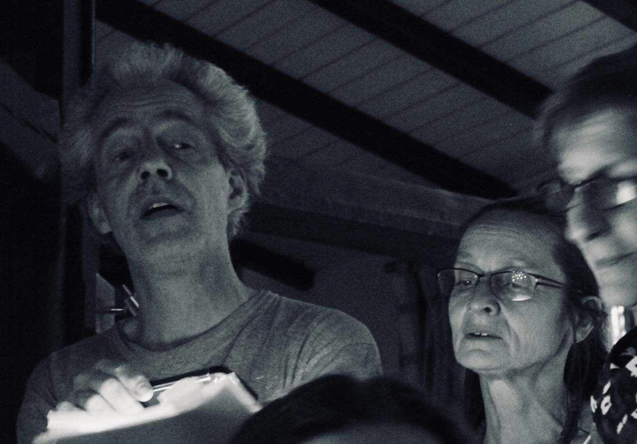 singen, singen, singen in Düsseldorf am Abend nach dem Konzert Foto: Juan Mesa
