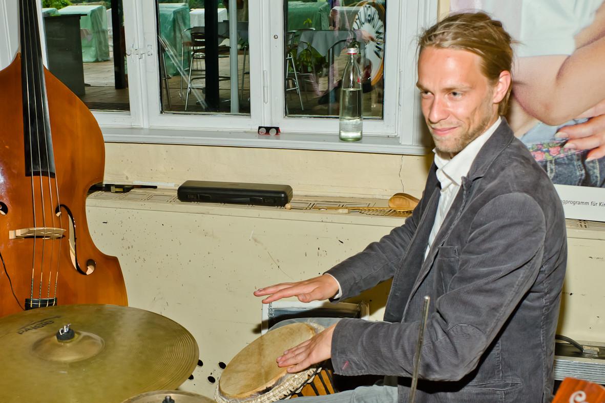 Aaron ist freiberuflicher Musiker und Musikpädagoge