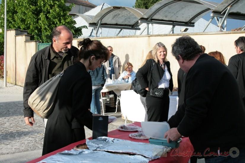 Restauration sur place, avec le commerçant local. Festival JAZZ360 2010, allées des écoliers, Cénac. 15/05/2010