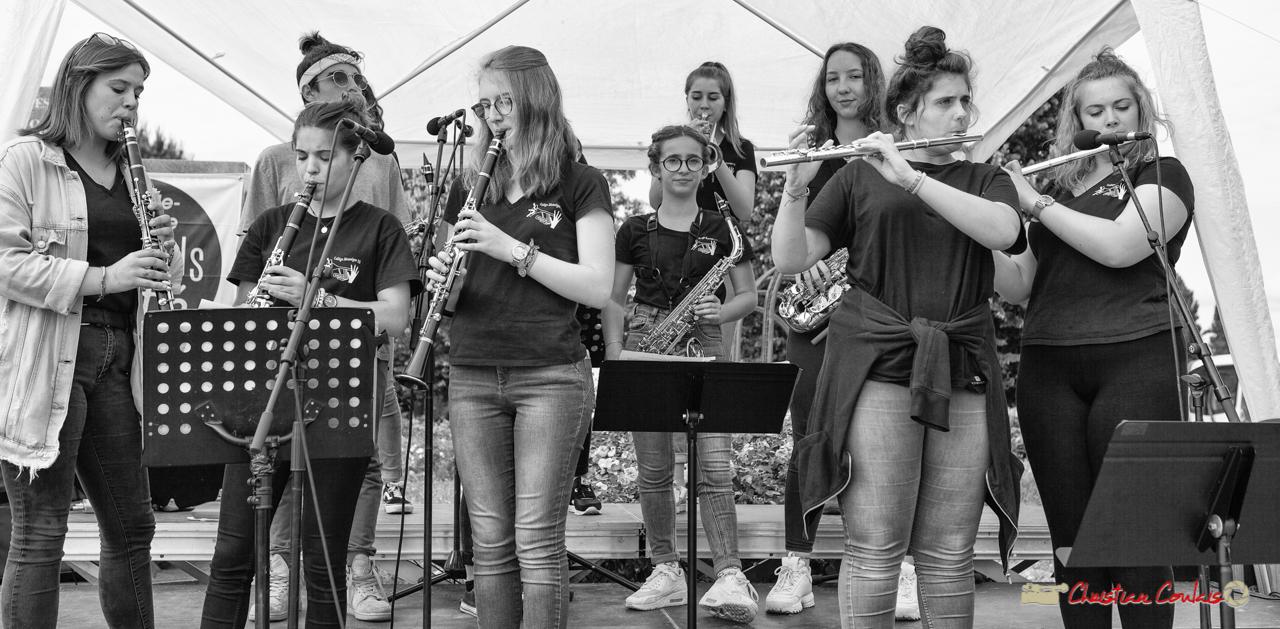 Le groupe des cuivres (clarinettes, flûtes traversières, trompettes, trombone à coulisse, saxophones). Big Band Jazz du collège Eléonore de Provence (Monségur) conduit par Rémi Poymiro. Festival JAZZ360 2018, Cénac. 08/06/2018