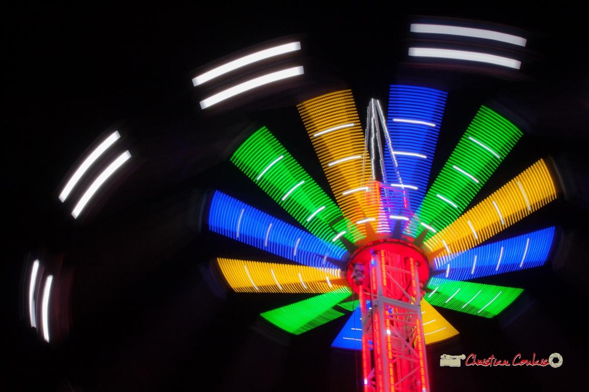 """""""Lumières centrifuges VII"""" Foire aux plaisirs & attractions foraines, Bordeaux, mercredi 17 octobre 2018. Reproduction interdite - Tous droits réservés © Christian Coulais"""