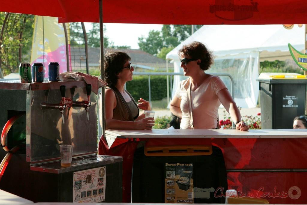 Pause rafraîchissante au Festival JAZZ360 2011. Cénac. 05/06/2011