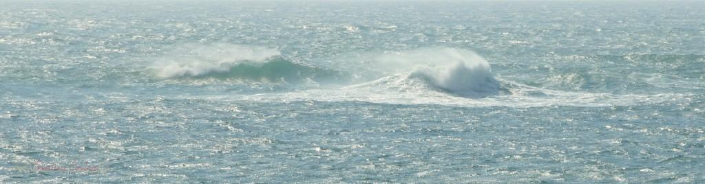 Vagues et océan. Plage du Petit-Nice de Pyla-sur-Mer, route de Biscarrosse, forêt domaniale de La Teste-de-Buch