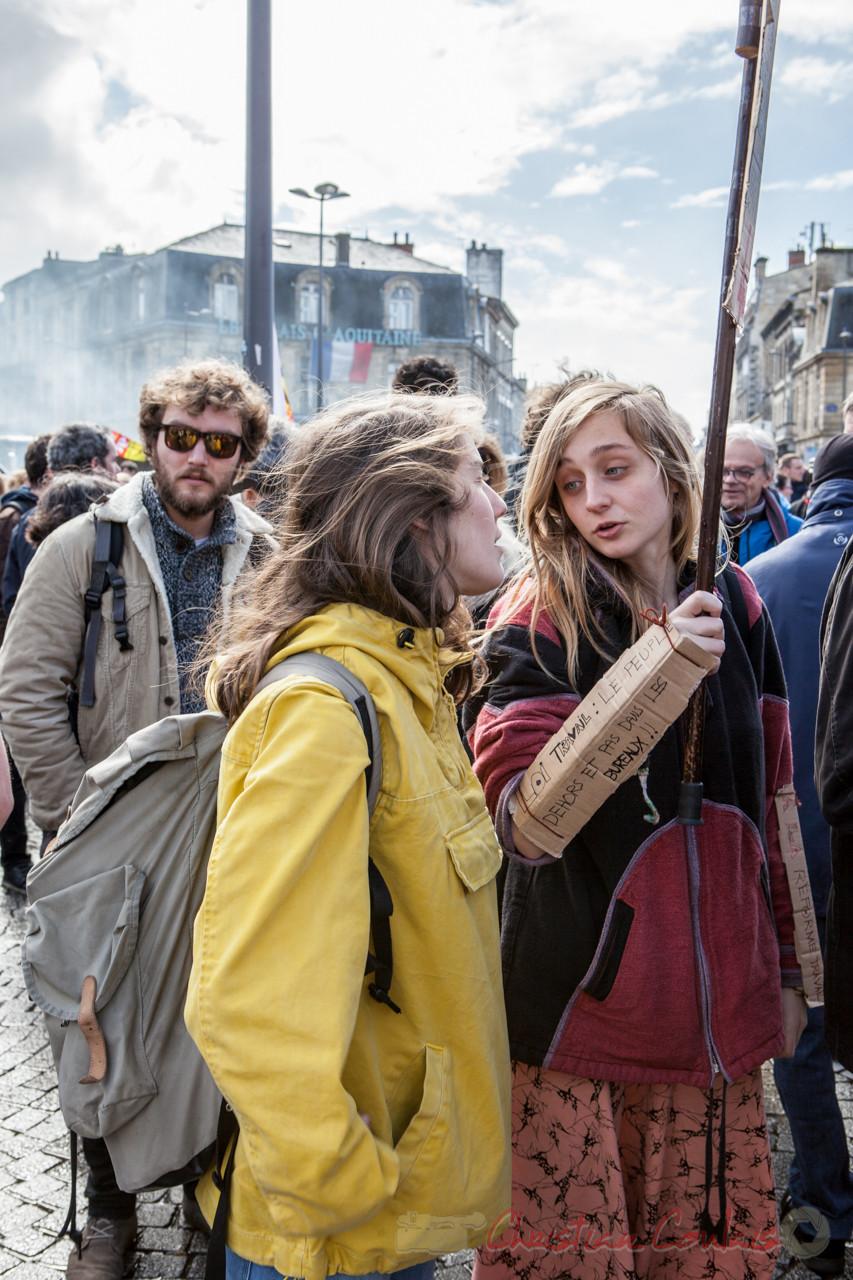 """13h30 """"Loi travail : le peuple dehors et pas dans les bureaux"""". Place de la Victoire"""