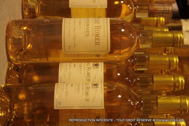 Bouteilles étiquettées, empilées, l'Or jaune