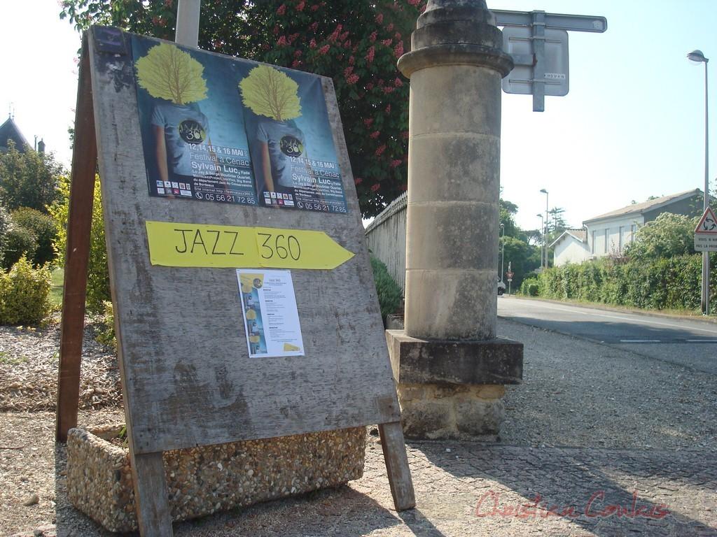 Affiche du Festival JAZZ360 2010 et informations de circulation dans le village de Cénac.