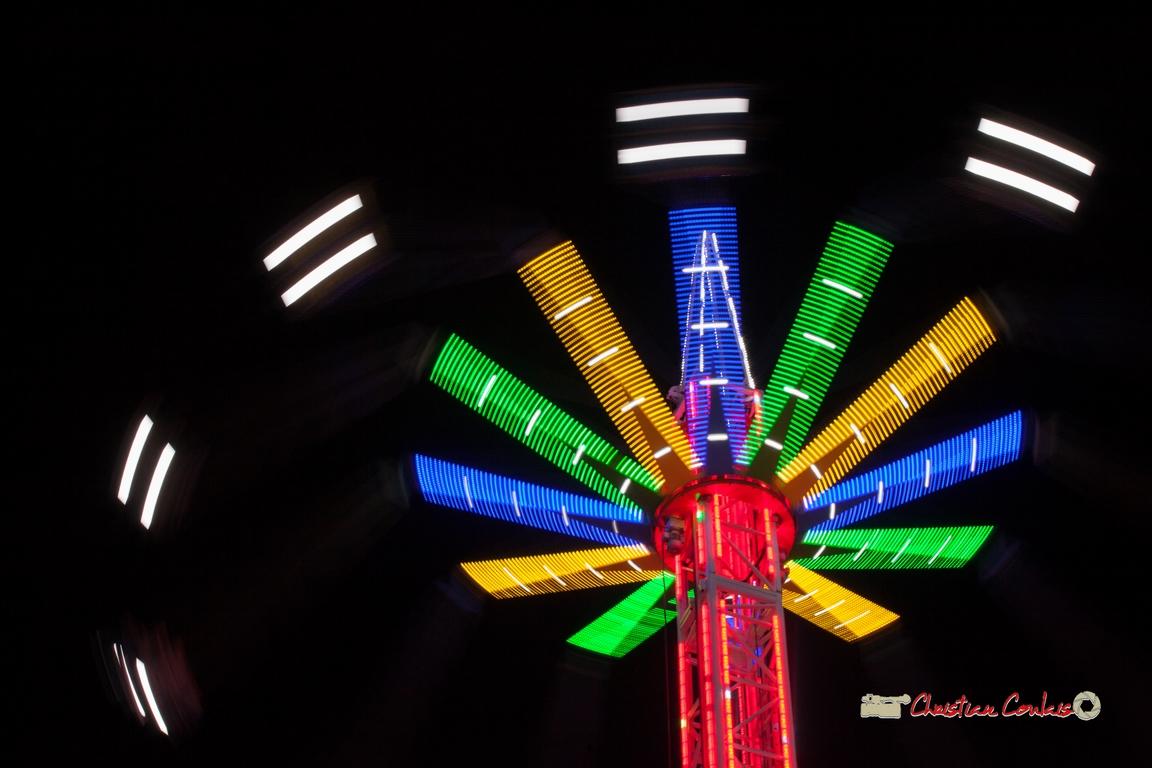"""""""Lumières centrifuges VI"""" Foire aux plaisirs & attractions foraines, Bordeaux, mercredi 17 octobre 2018. Reproduction interdite - Tous droits réservés © Christian Coulais"""