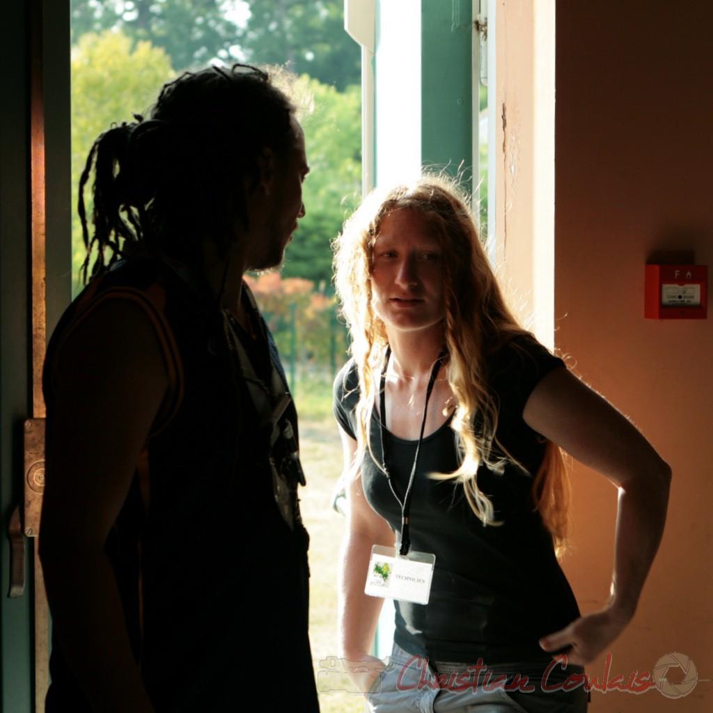 Arno, mise en son et Leslie Seuve, technicienne lumière, Festival JAZZ360 2011. Cénac. 05/06/2011