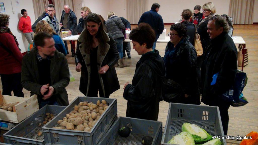 Distribution des légumes, association la Cueillette, Quinsac