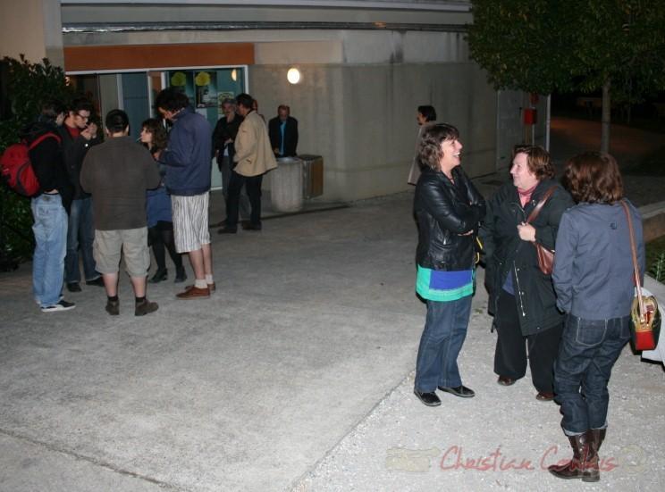 Sortie du concert de Fada. Festival JAZZ 2010, salle culturelle de Cénac. 14/05/2010