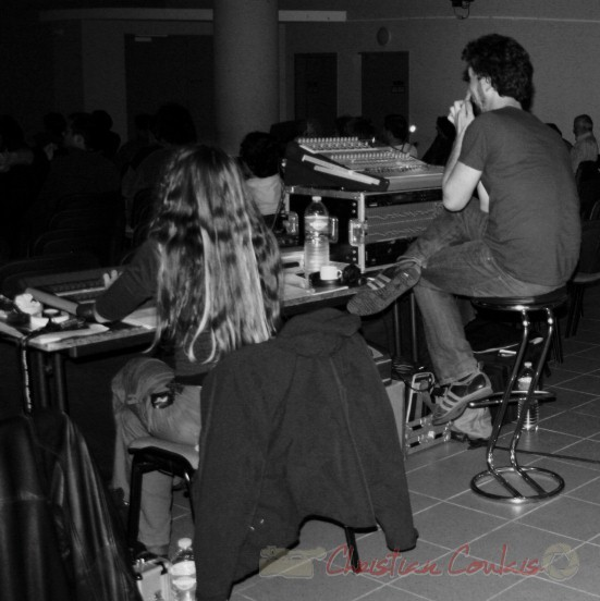 Leslie Seuve, technicienne Lumières, concert de Fada. Festival JAZZ 2010, salle culturelle de Cénac. 14/05/2010