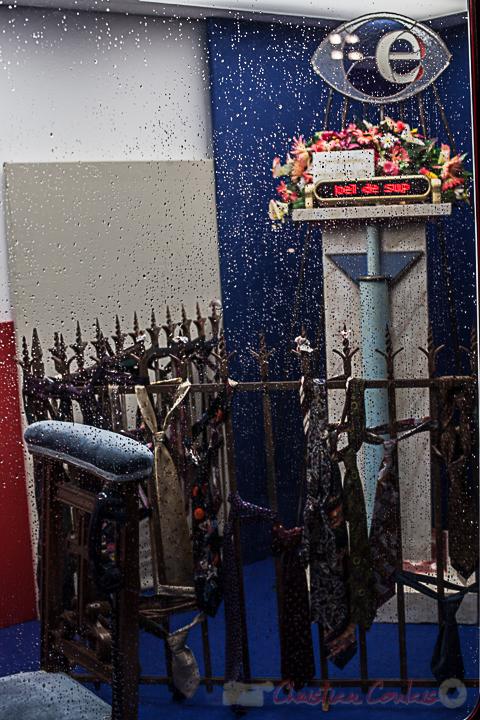 """""""Cet autel dédié à l'emploi, tel un ex voto, met en exergue le côté miraculeux de l'obtention d'un CDI"""". Galerie Timbox mobile, Prête à l'emploi, Natacha Sansoz"""