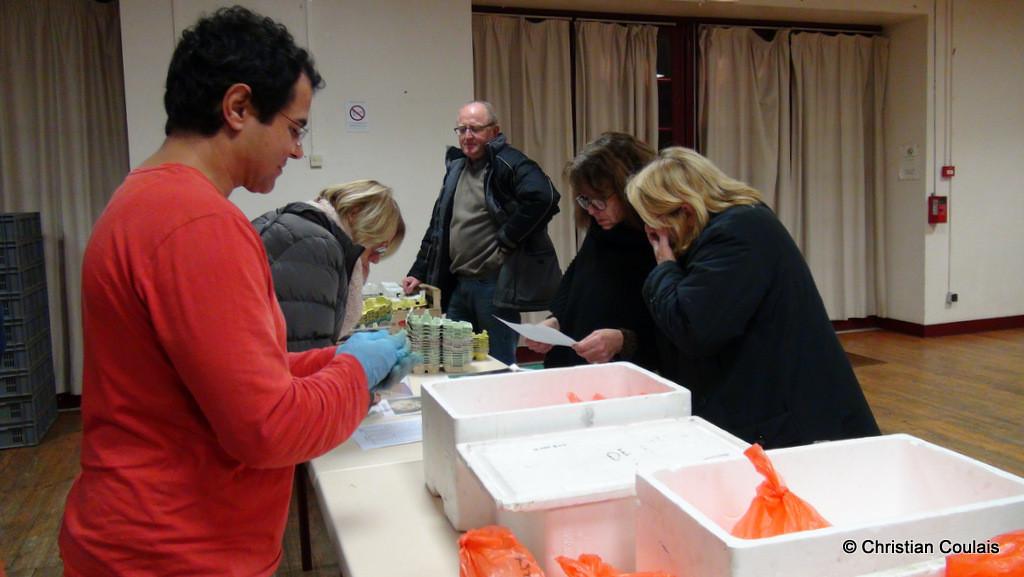 Distribution du fromage de chèvre, association la Cueillette, Quinsac
