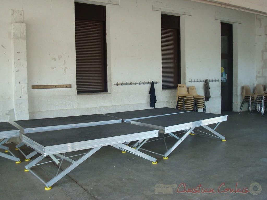 """Installation des """"samias"""" sous le préau du groupe scolaire de Cénac. Festival JAZZ360 2010"""