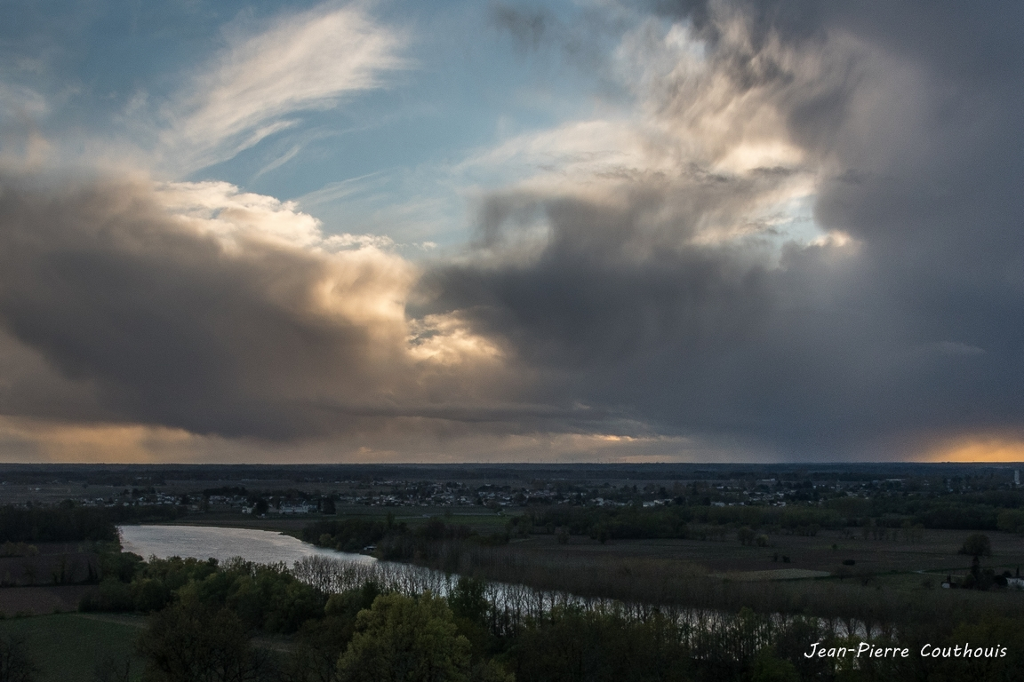 Spot photo Haut-Langoiran au soleil couchant. Mercredi 3 avril 2019