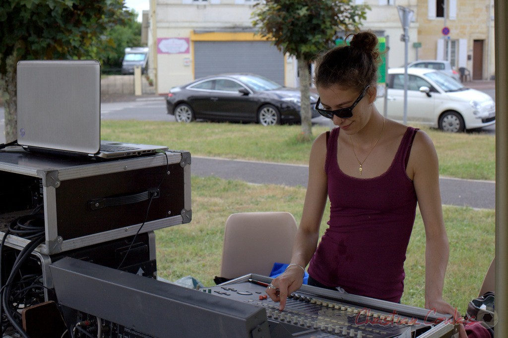 Charlotte Léric, technicienne son. Coulisses Festival JAZZ360, 12/06/2015