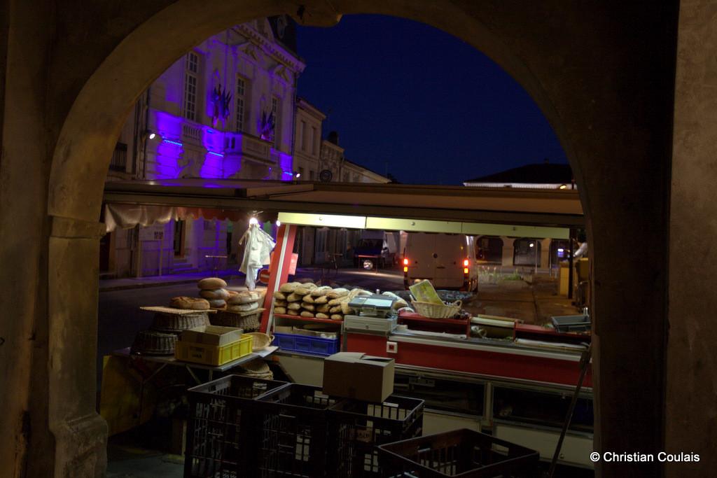 Installation des premiers commerçants du marché hebdomadaire, Créon