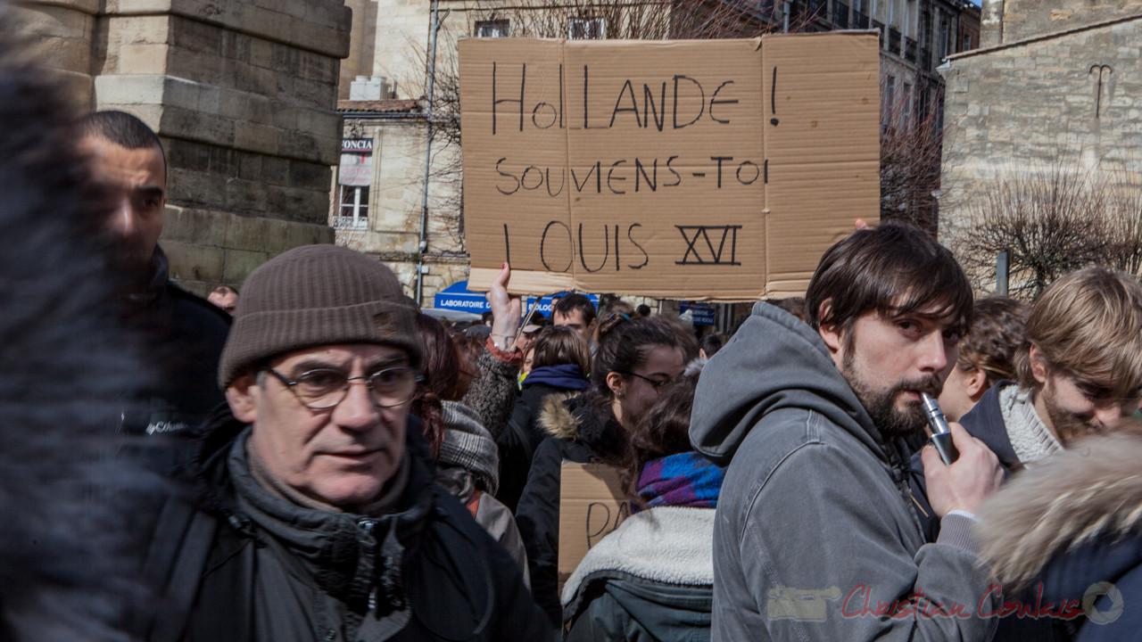 """13h24, """"Hollande ! souviens-toi Louis XVI"""" Place de la Victoire"""