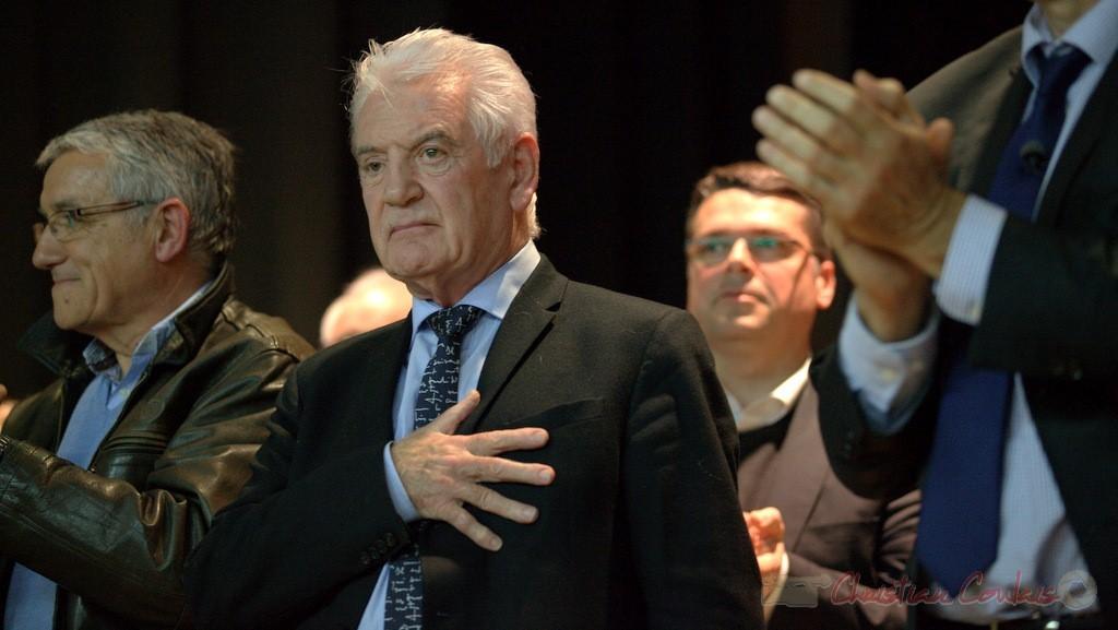 """Philippe Madrelle, Sénateur, Président du Conseil général de la Gironde, main sur le cœur. Meeting """"Majorité départementale"""" aux élections départementales de la Gironde, Blasimon, 9 mars 2015"""