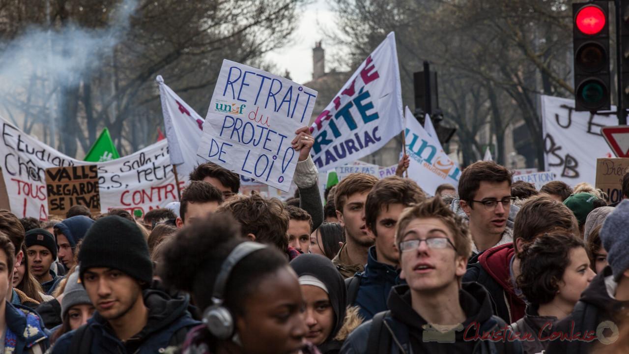 """13h51, """"retrait du projet de loi"""" """"Valls regarde se lever ?"""" Cours d'Albret"""