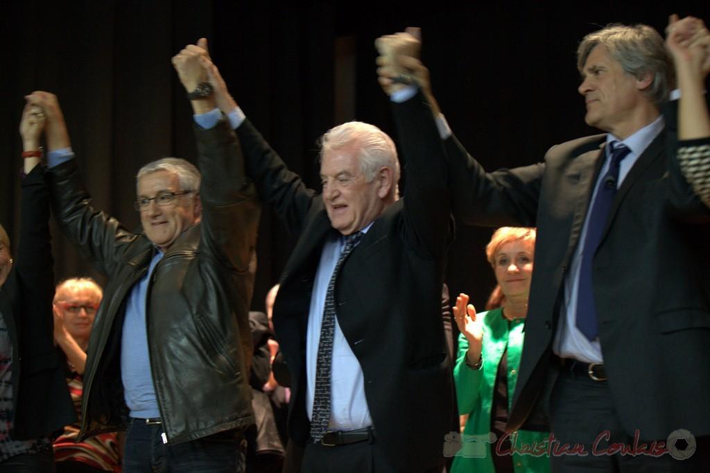 """Bernard Castagnet, Philippe Madrelle, Stéphane le Foll, main dans la main. Meeting """"Majorité départementale"""" aux élections départementales de la Gironde, Blasimon, 9 mars 2015"""