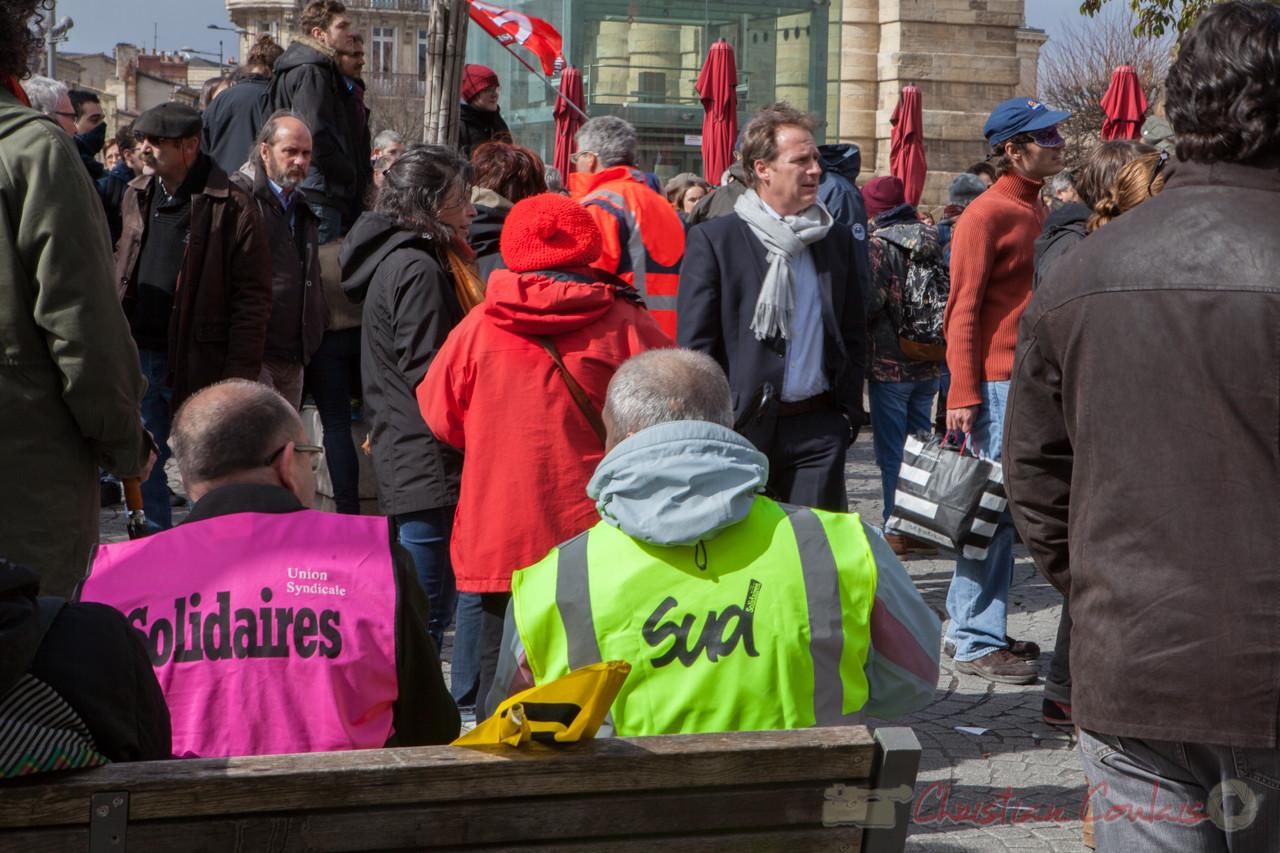 12h52, Solidaires et Sud, pause casse-croûte ! Place de la Victoire