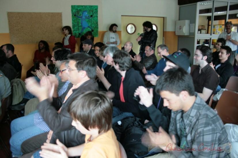 Applaudissements du public. Festival JAZZ360, groupe scolaire, Cénac. Samedi 15 mai 2010