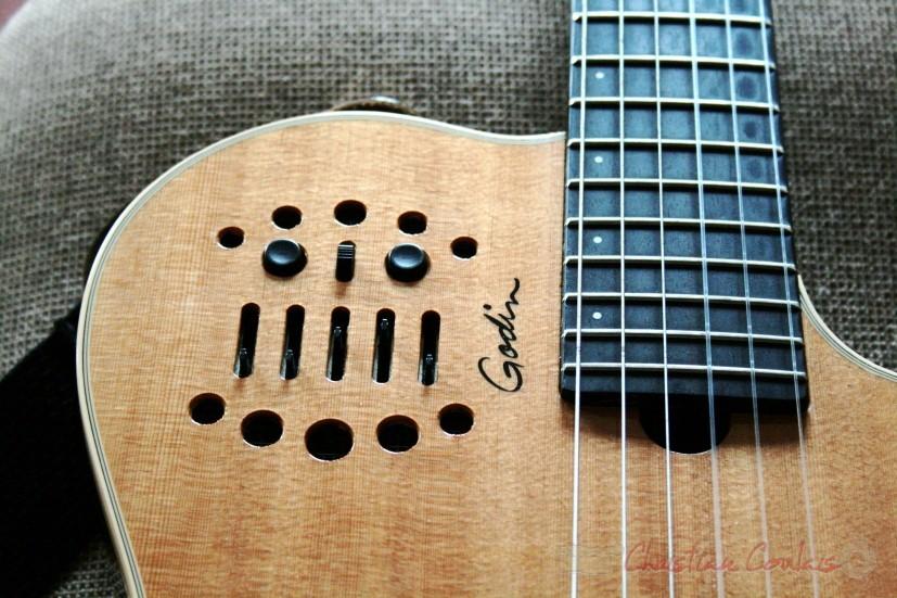 Table et curseurs électroniques de la guitare Godin de Sylvain Luc. Festival JAZZ360, groupe scolaire, Cénac. Samedi 15 mai 2010