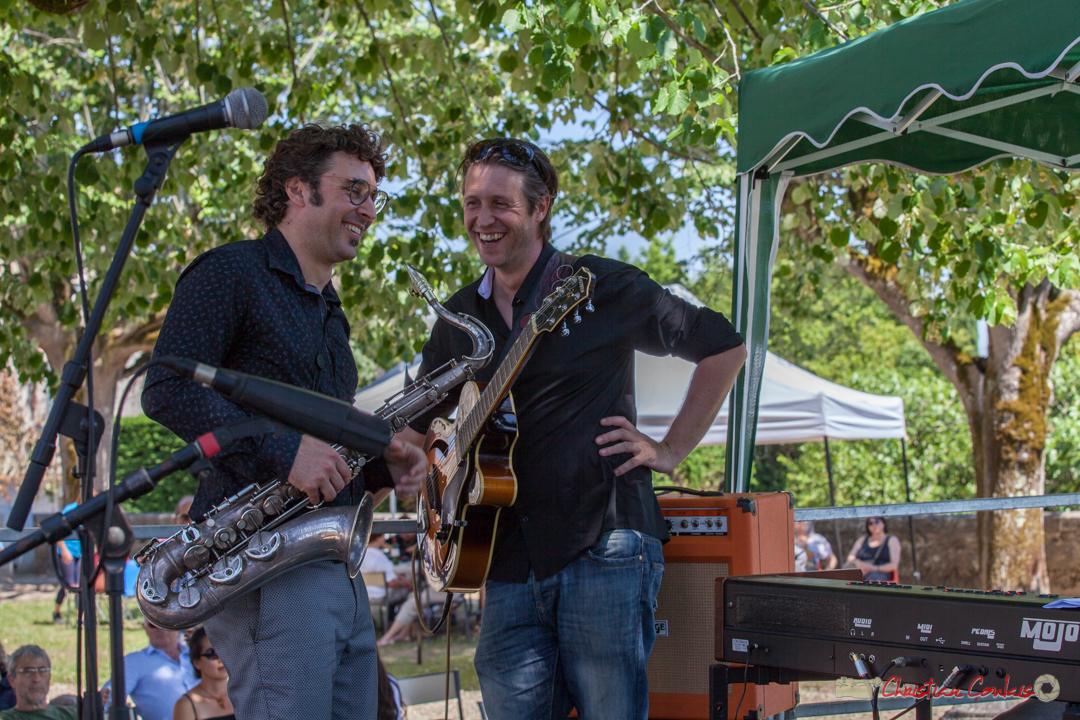 Jean Vernhères et Cyril Amourette durant le solo de Christian Ton Ton Salut, batteur; Soul Jazz Rebels. Festival JAZZ360, 10 juin 2017, Camblanes-et-Meynac