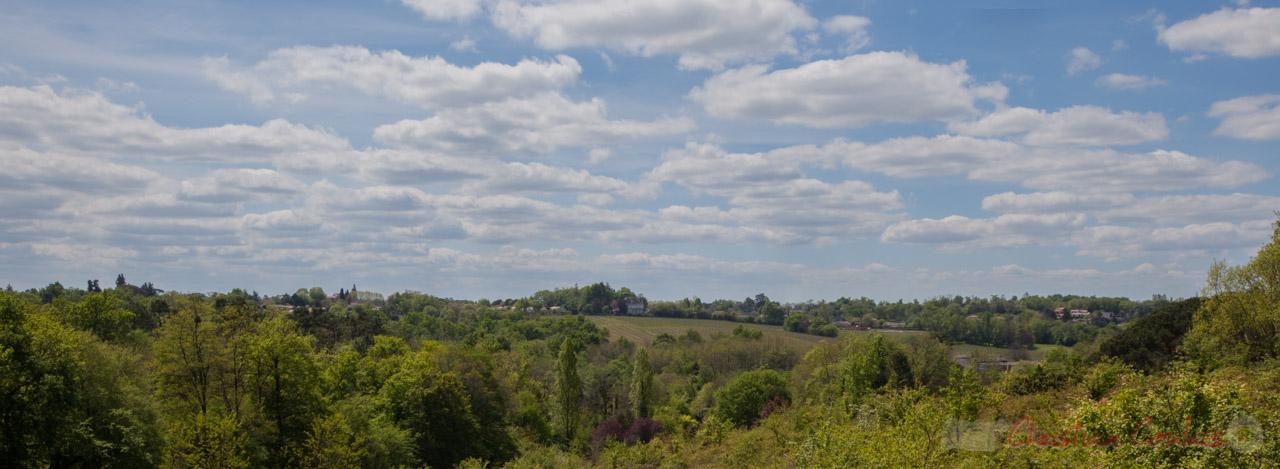 """Point de vue et horizon sur le chemin de randonnée départemental, """"le Garde"""", Cénac"""