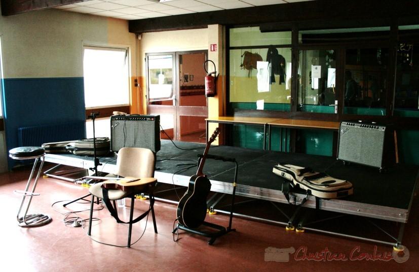 En attendant le concert du soir de Sylvain Luc. Festival JAZZ360, groupe scolaire, Cénac. Samedi 15 mai 2010