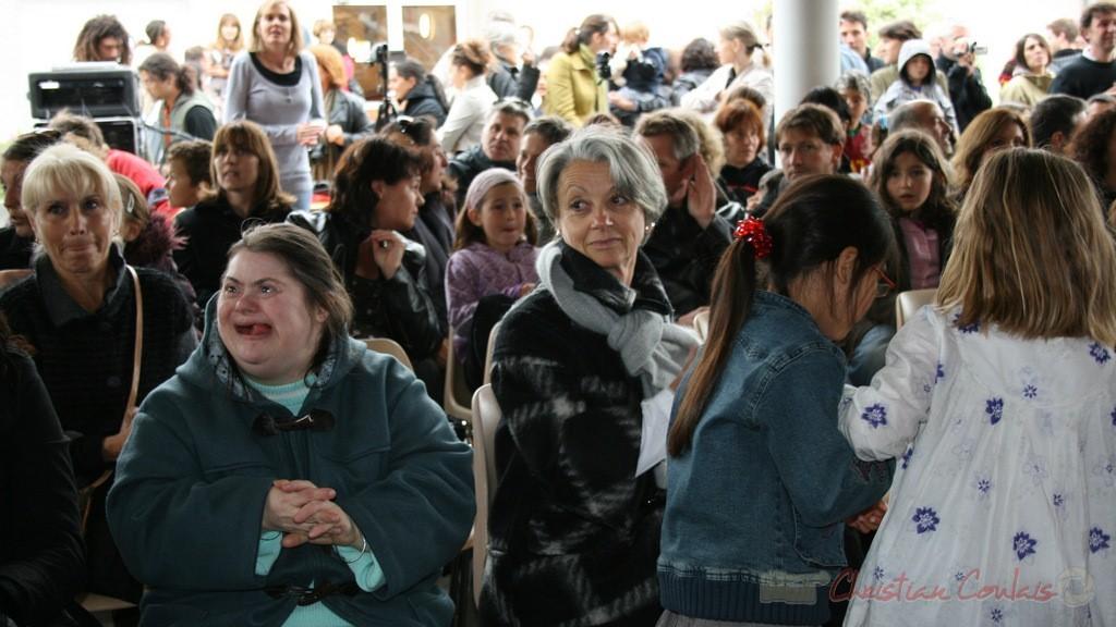 Simone Ferrer, Maire de Cénac, au centre. Festival JAZZ360 2010, groupe scolaire de Cénac. 12/05/2010