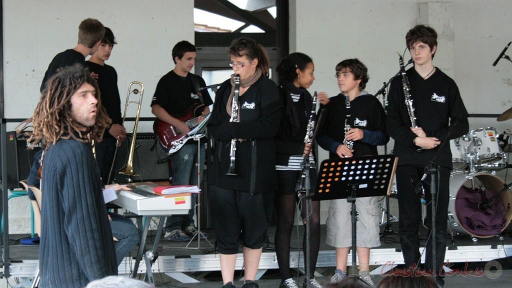 Le Big Band du Collège Eléonore de Provence (Monségur) se met en place.  Festival JAZZ360 2010, groupe scolaire de Cénac. 12/05/2010