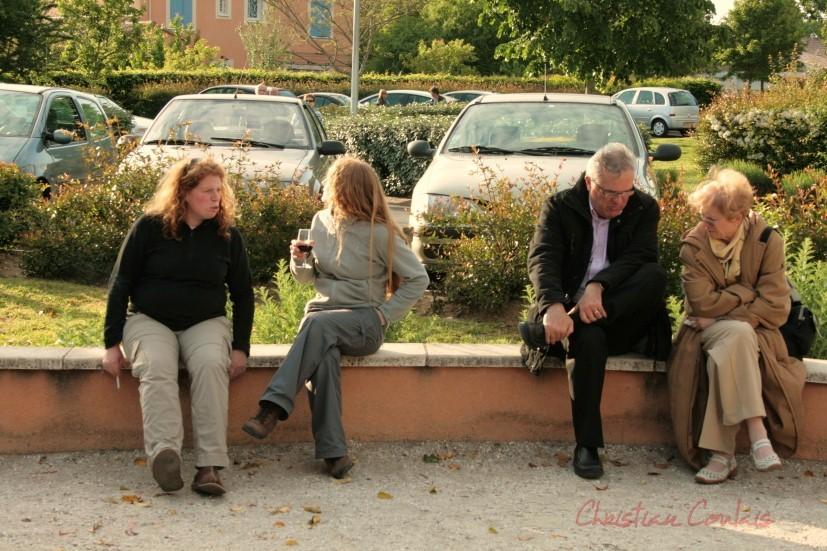 Catherine Courrèges, médiatrice Vie associative de Cénac, Leslie Seuve, Technique Eclairage scène, Jean-Marie Darmian, Vice-président du Conseil général et Mme.
