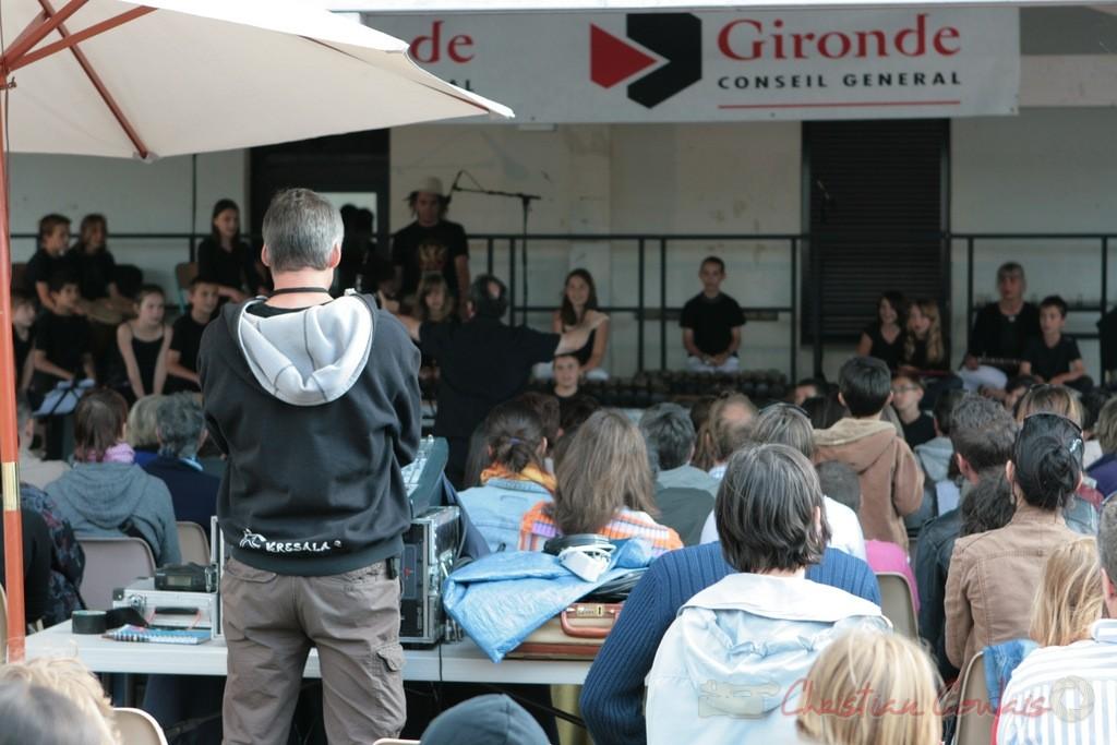 Pablo Jaraute, expert en sonorisation. Classes de CM1-CM2 de Sadirac, Lorient, Festival JAZZ360, groupe scolaire de Cénac. 01/06/2011