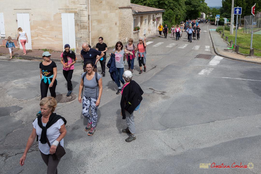 Une soixantaine de marcheurs/marcheuses, cette année. Arrivée de la randonnée pédestre du Festival JAZZ360, de Cénac à Quinsac. 10/06/2018