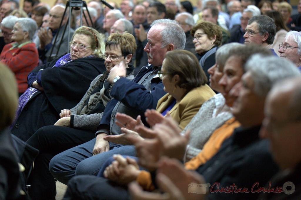 """Applaudissements du public. Meeting """"Majorité départementale"""" aux élections départementales de la Gironde, Blasimon, 9 mars 2015"""
