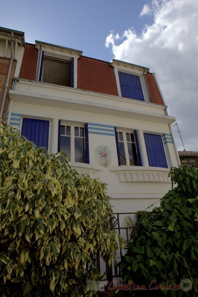 """""""Alice et Lapin Blanc, Villa Claude Monet, Paris 19ème"""