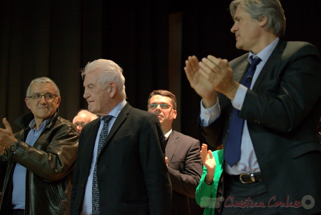 """Applaudissements longs et chaleureux de l'assemblée à Philippe Madrelle. Meeting """"Majorité départementale"""" aux élections départementales de la Gironde, Blasimon, 9 mars 2015"""