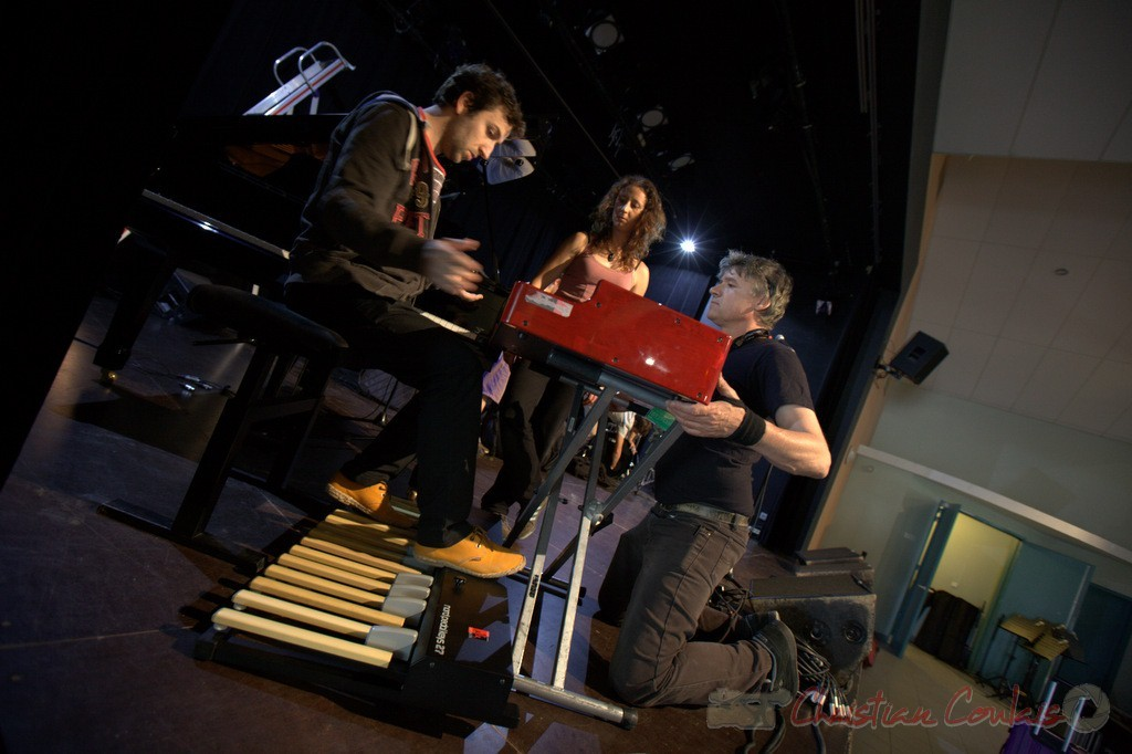 Laurent Coulondre, musicien, Marie Croc, technicienne, Pablo Jarraute, responsable son. Coulisses Festival JAZZ360, 12/06/2015