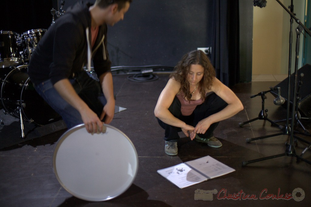 Hugo Raducanu, batteur, Marie Croc, technicienne. Coulisses Festival JAZZ360, 12/06/2015