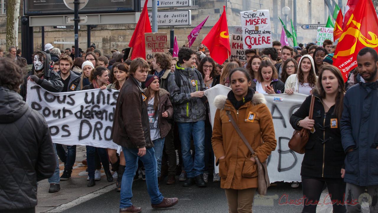 """13h51, """"Tous unis pour défendre nos droits"""", """"El khom rit et nous on pleure"""". Cours d'Albret"""