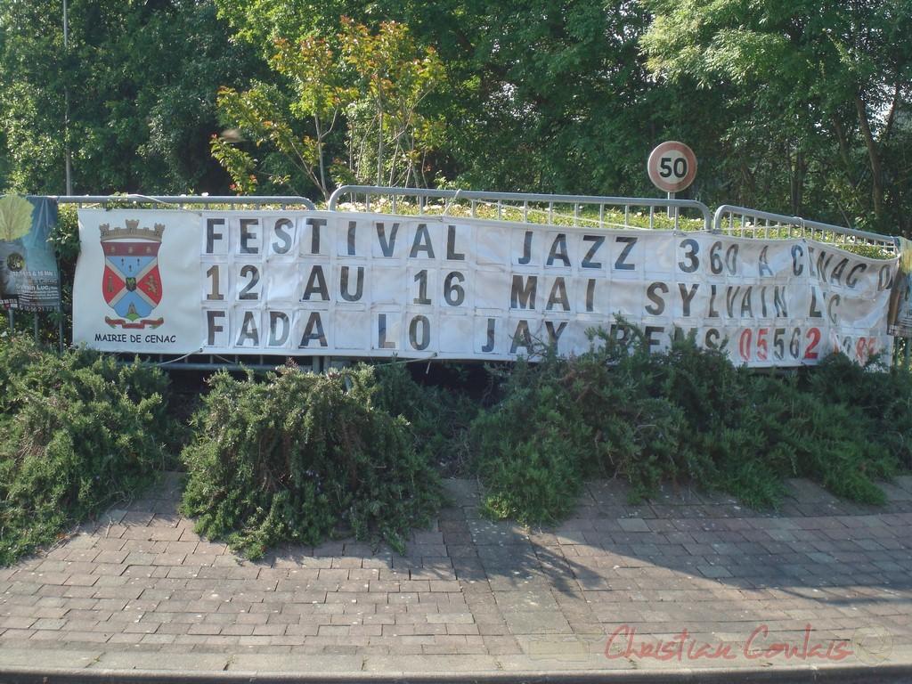 Bannière d'information au Rond-Point. Festival JAZZ360 2010, Cénac