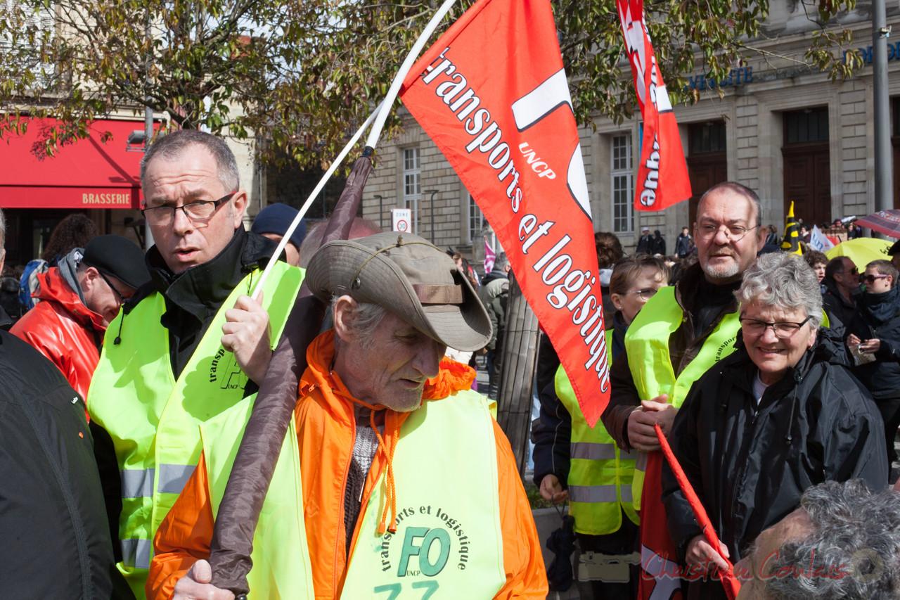 12h45, les syndicalistes de FO transport et logistique, place de la Victoire