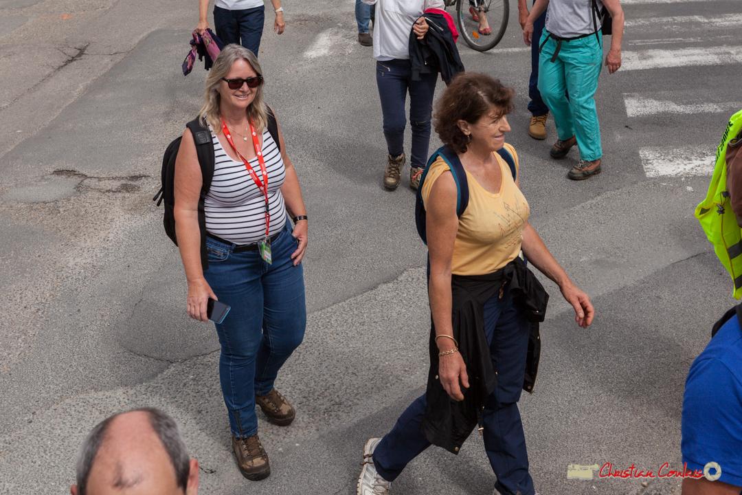 Marie Raducanu, à gauche, une des organisatrices bénévoles. Arrivée de la randonnée pédestre du Festival JAZZ360, de Cénac à Quinsac. 10/06/2018